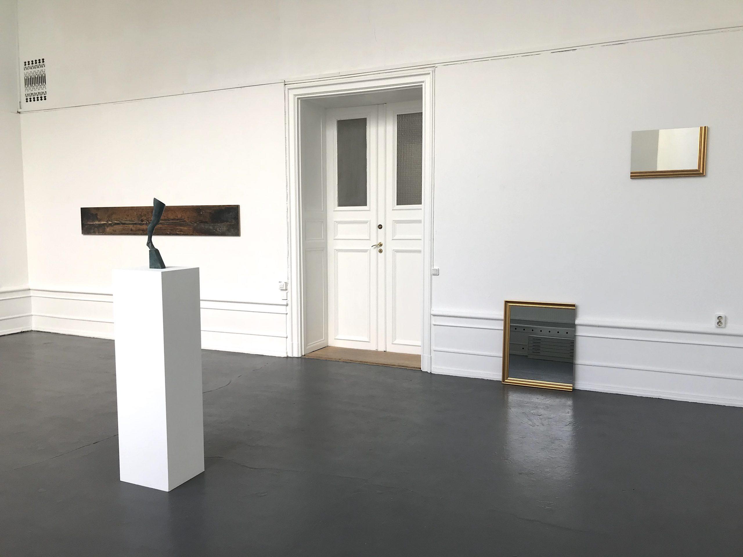 Ande och Materia / Mind and Matter, april 2020. Kristoffer Nilson  (photography), Fredrik Wretman (sculpture), Karin Ohlin (Mirror objects)