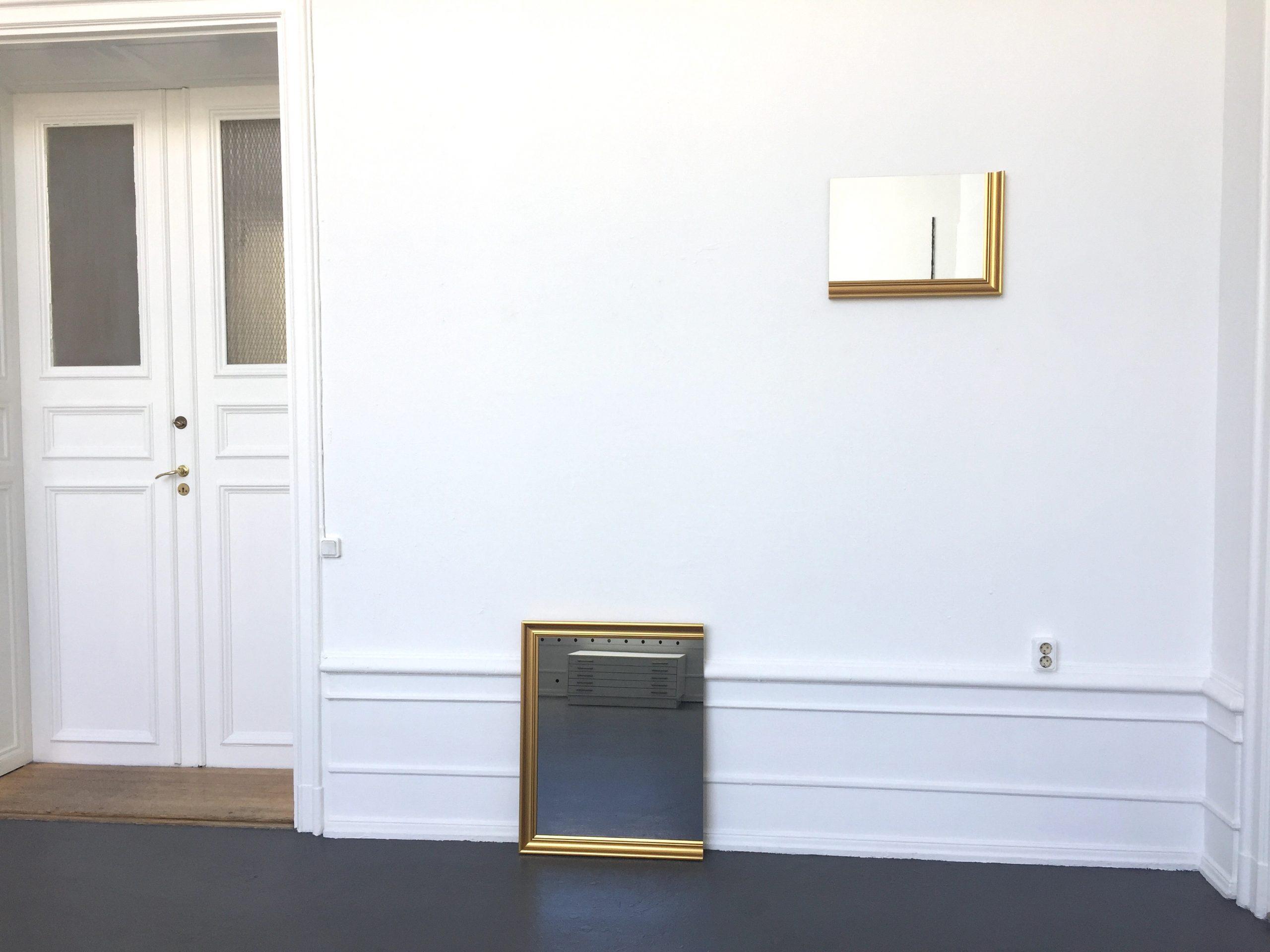 Ande och Materia / Mind and Matter, april 2020. Karin Ohlin, Mirror object VII, 2010-2013 Dark mirror glass, gilded wooden frame 60 x 75 cm, Mirror object V, 2010-2013 Mirror glass, gilded wooden frame, 38 x 53 cm