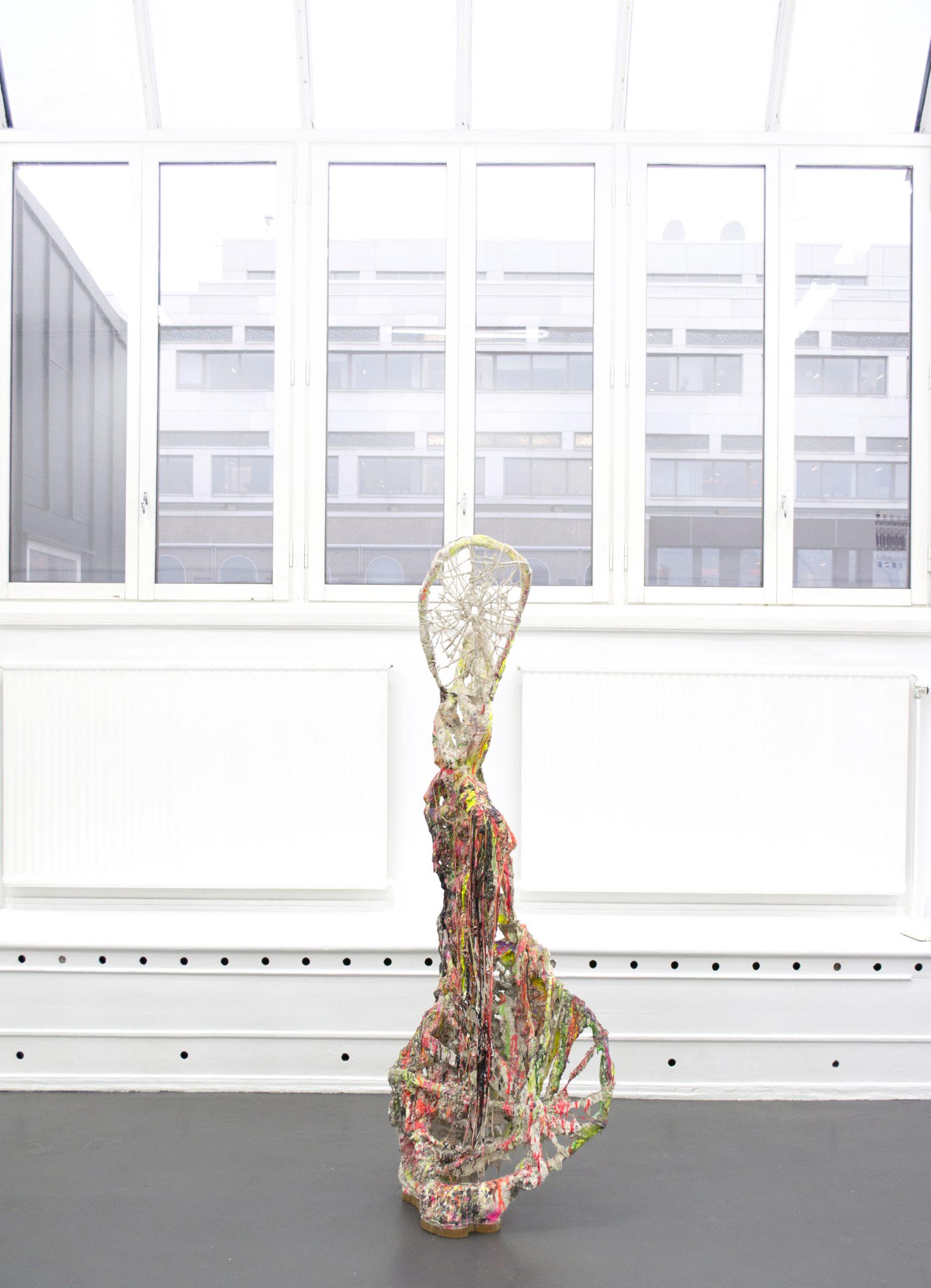 """Jakob Westberg, """"Dummynr.14(exostosis"""",) 2019 gips,betong,acrystal,textil,pigment,akryl,epoxi, 206x77x53"""