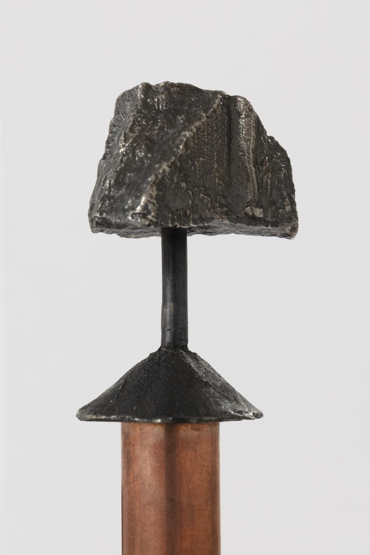 (Detal) Berget /The Montain, 2020 Copper, granite, sterling silver 925 183 cm, basen: ca 20 x 20 cm